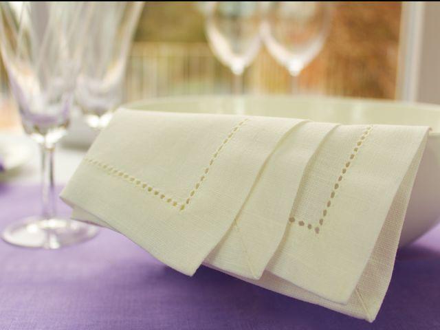 Leinen-Servietten mit Briefecke und Hohlsaum