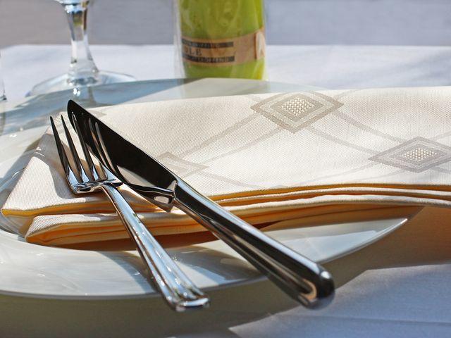 Damast servietten milara 50x50cm moderne stoffservietten sekt beige champagner damast muster - Wandfarbe champagner muster ...